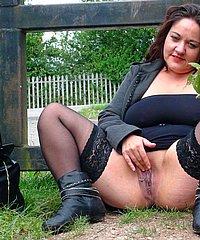 Pantyhose Flashing Mums 68